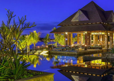 Westin-Turtle-Bay-Resort-&-Spa,-Mauritius-night-lights-1