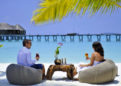 mauritius-romantic-couples-drinks-beach