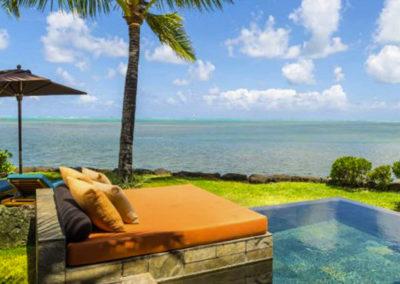 mauritius-romantic-splash-pool-couch